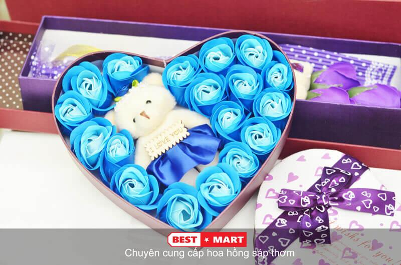Hoa hồng sáp thơm hộp trái tim có gấu