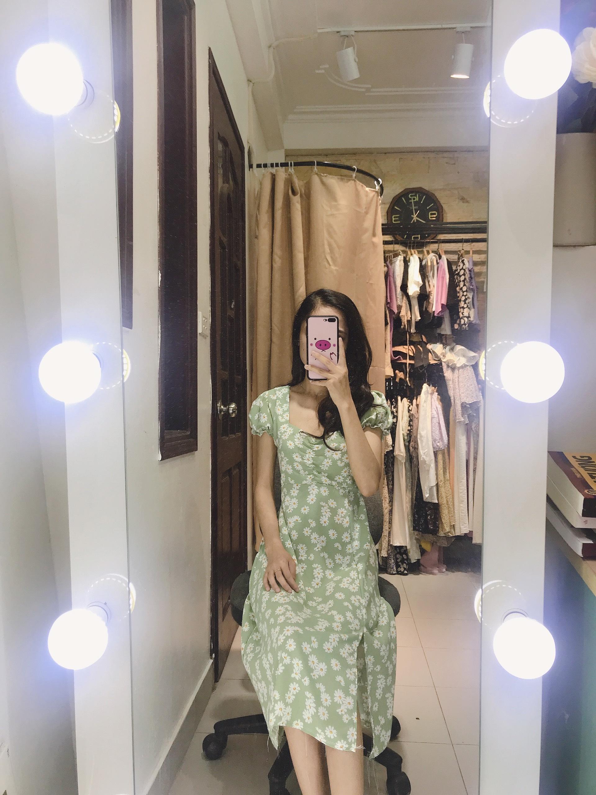 Váy Hoa Cúc Tay Bồng Xẻ Tà