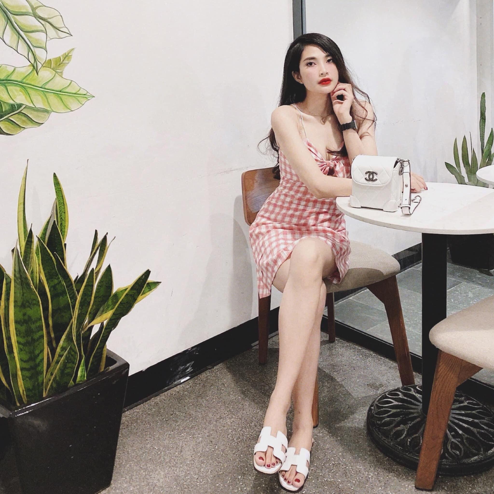 Váy Hai Dây Kẻ Trắng Hồng Xinh